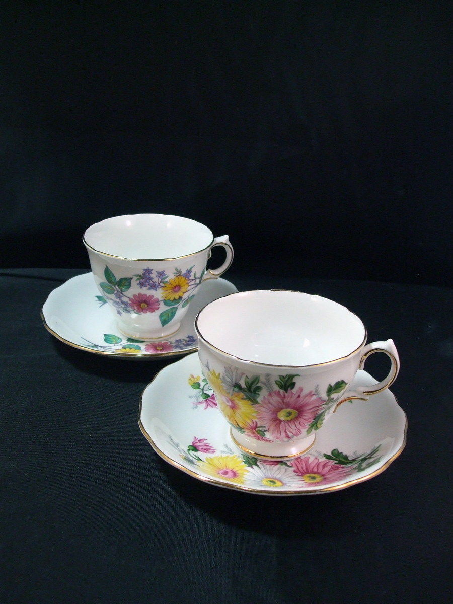 1950's Royal Vale Tea Cups and Saucers, Daisy Pattern - Colclough